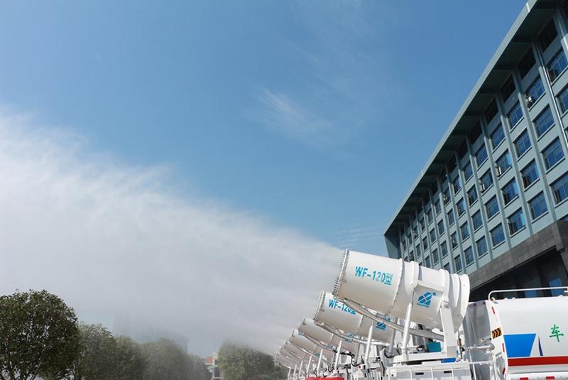 大型雾炮车工作实拍图片