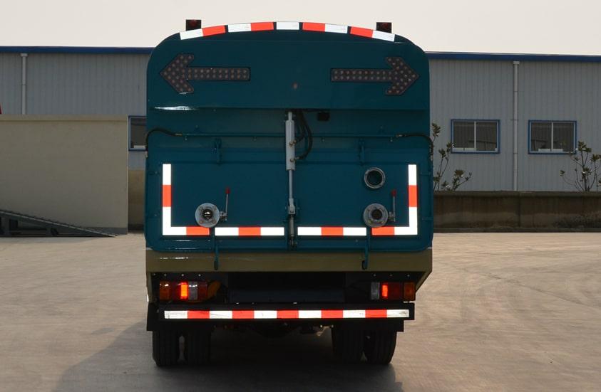 五十铃3吨小型吸尘车图片(正尾部)