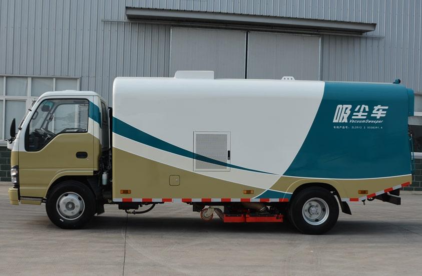 五十铃3吨小型吸尘车图片(车头向左正侧)