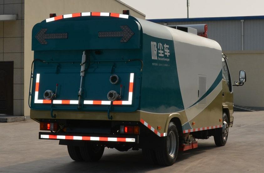 五十铃3吨小型吸尘车图片(车头向右后45度)