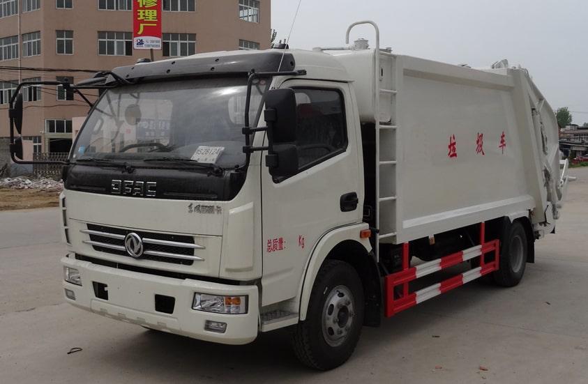 多利卡8方压缩式垃圾车图片(车头向左前45度)