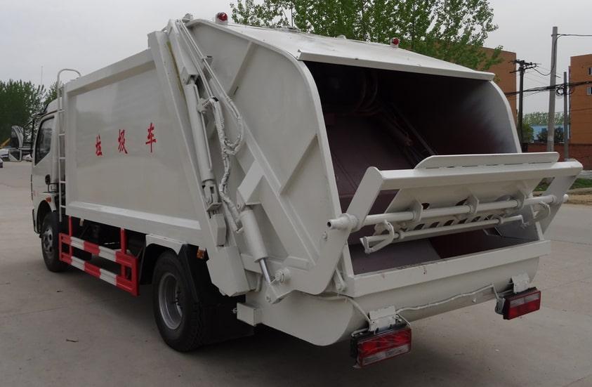 多利卡8方压缩式垃圾车图片(车头向左后45度)