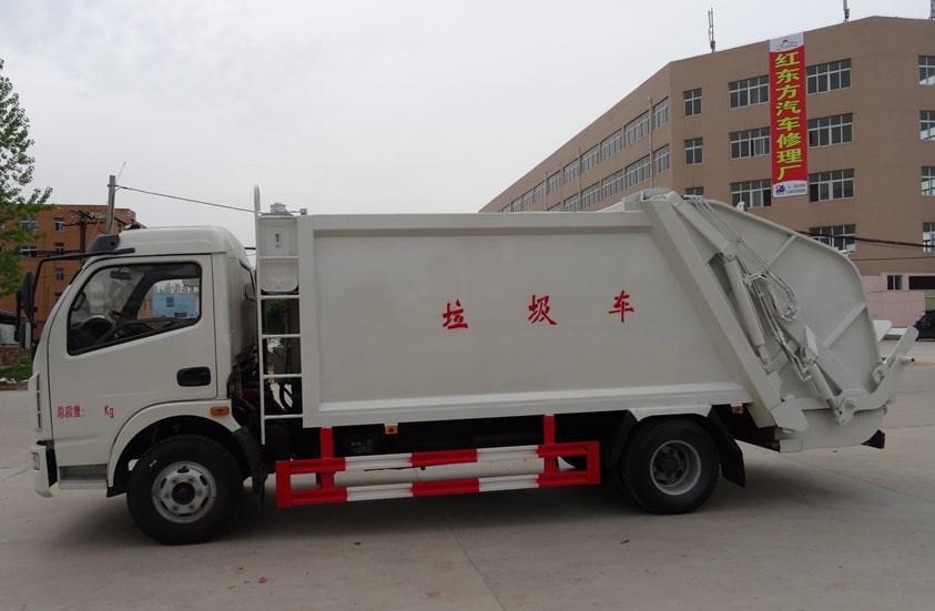 多利卡8方压缩式垃圾车图片(车头向左正侧)