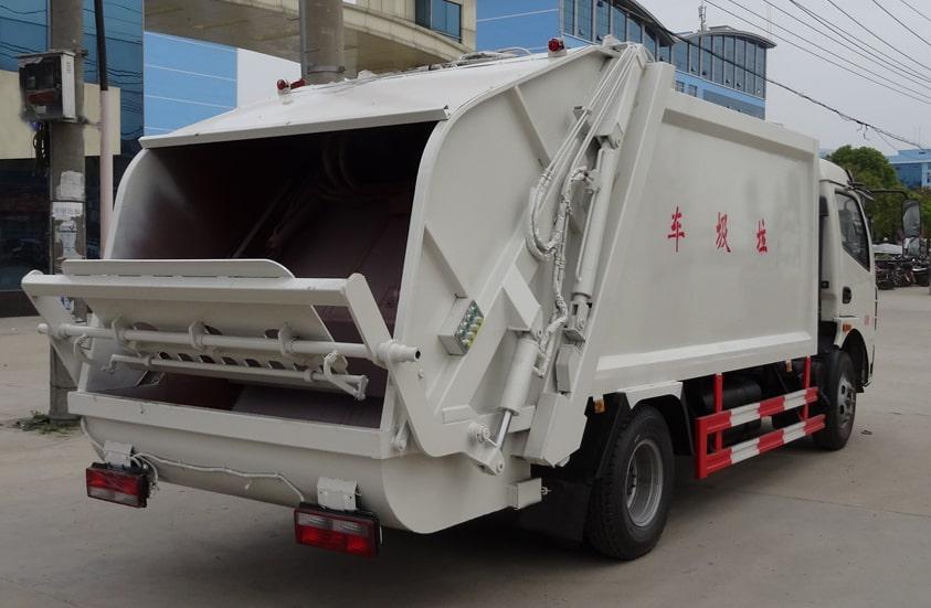 多利卡8方压缩式垃圾车图片(车头向右后45度)