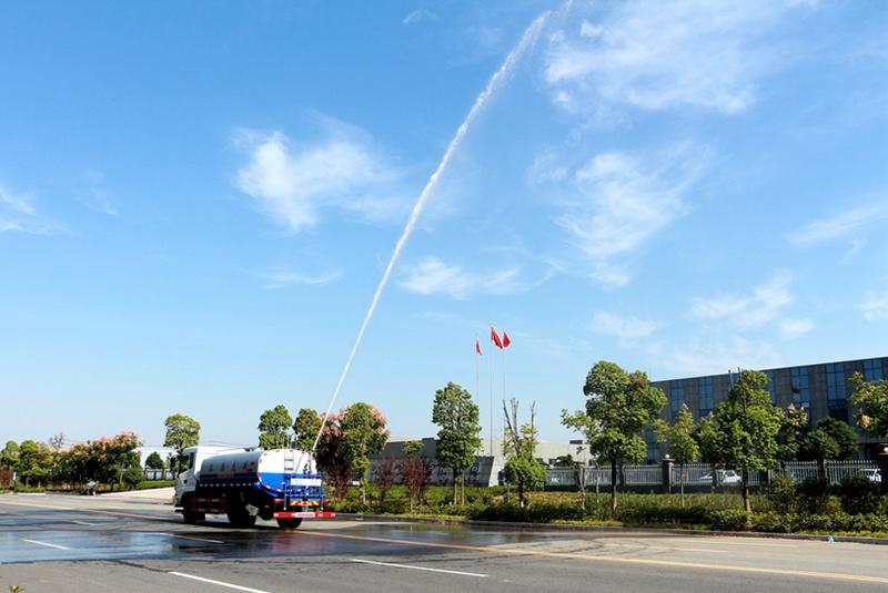 东风12吨洒水车绿化高炮实拍图片