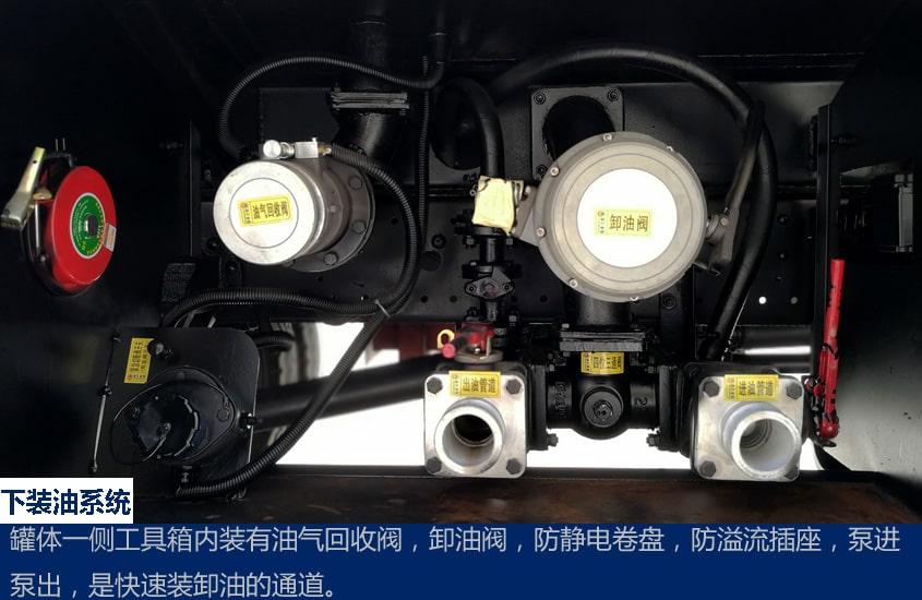 福田8吨小型加油车下装油图片