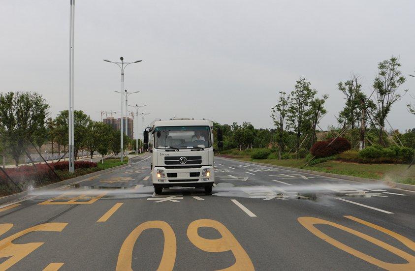 8吨扫路车加装前冲洒水系统