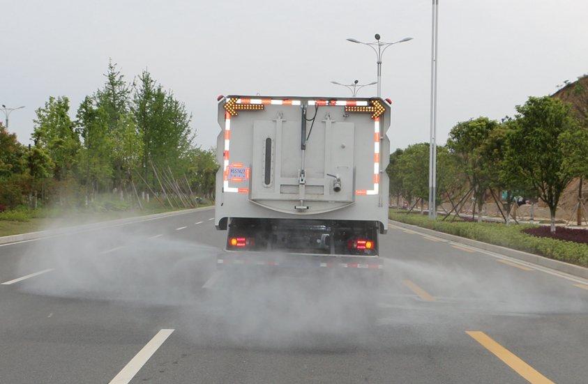 8吨扫路车加装后喷雾系统