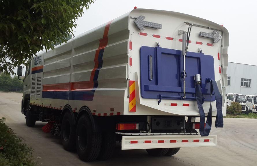 东风天龙13吨大型洗扫车后喷雾系统