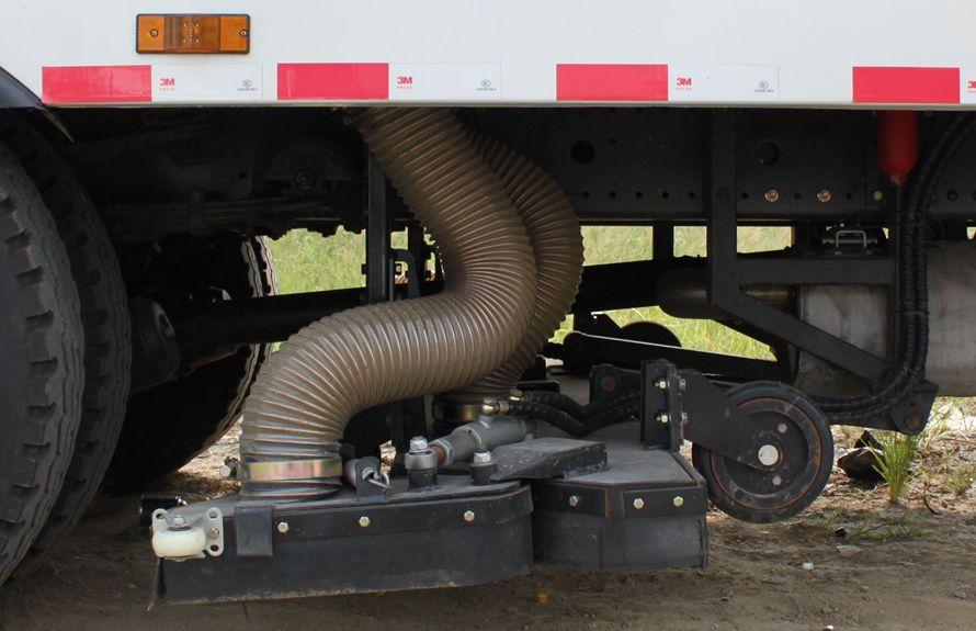 天锦8吨吸尘车吸盘结构