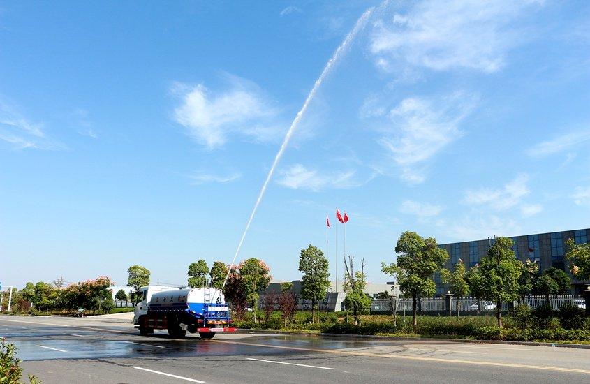 东风新款12吨洒水车绿化高炮实拍图片