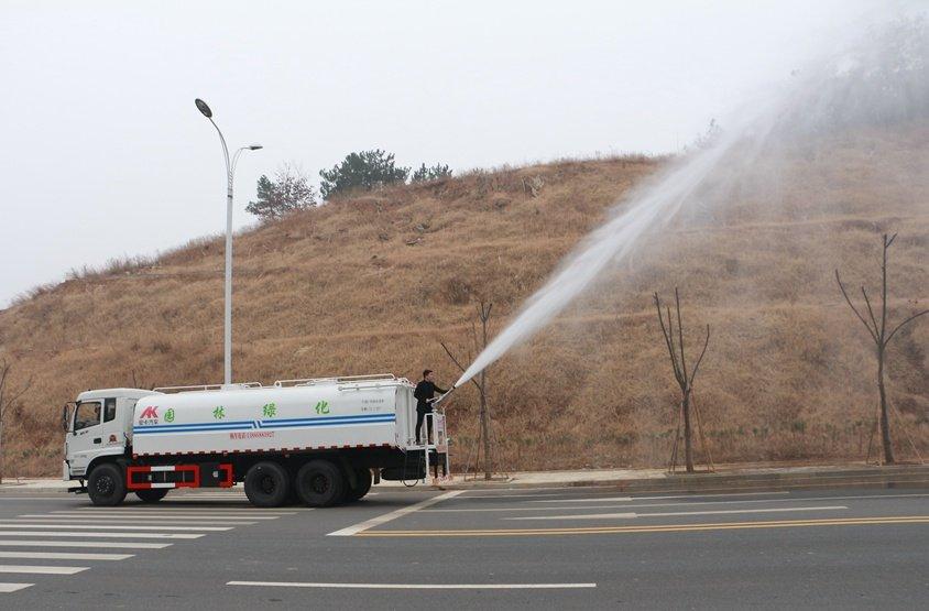 东风御龙20吨洒水车绿化高炮实拍图片