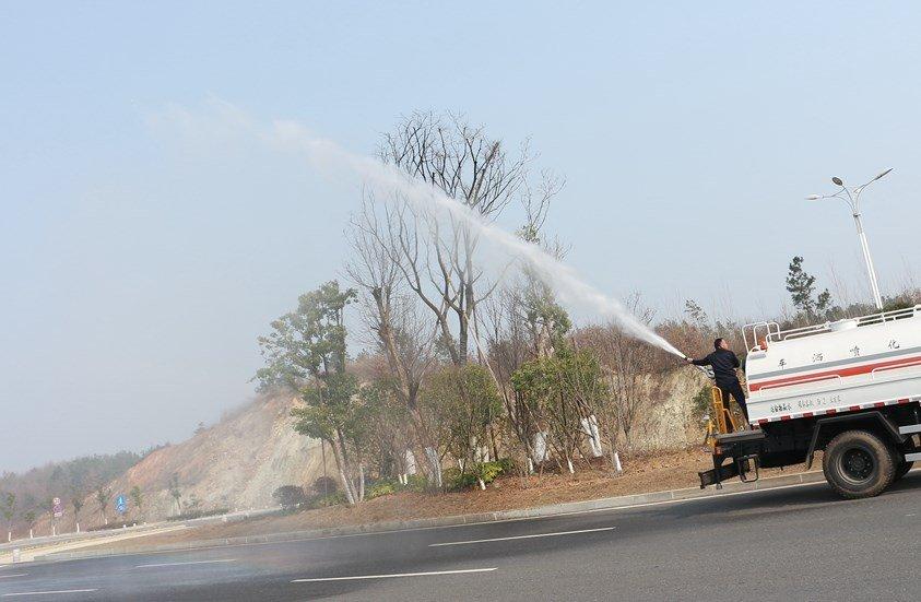 福田瑞沃12吨洒水车绿化高炮实拍图片