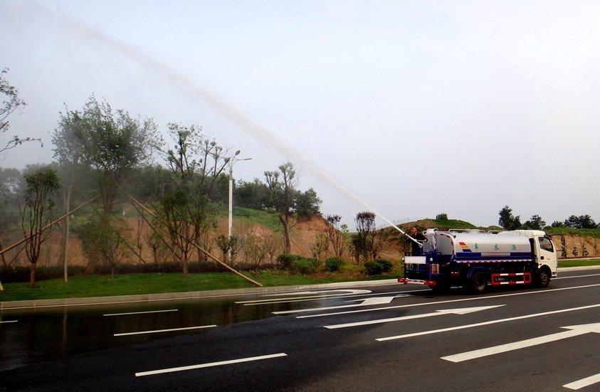 东风多利卡5吨洒水车绿化高炮实拍图片