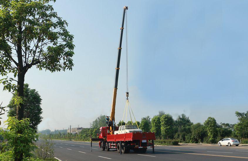 徐工14吨双联泵随车吊车尾实拍图片