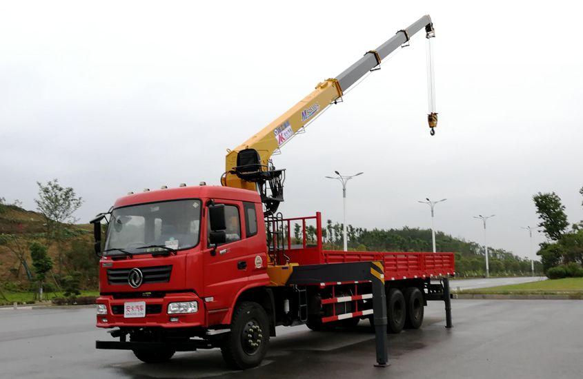 东风徐工后八轮12吨随车吊左侧伸臂图片