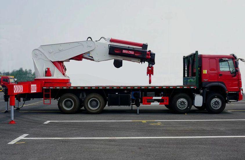 程力80吨大型随车吊正侧图片