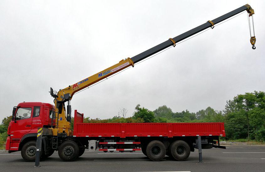 东风天龙前四后八16吨随车吊吊臂伸出图片