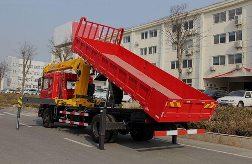 东风徐工8吨随车吊后侧工作实拍图片