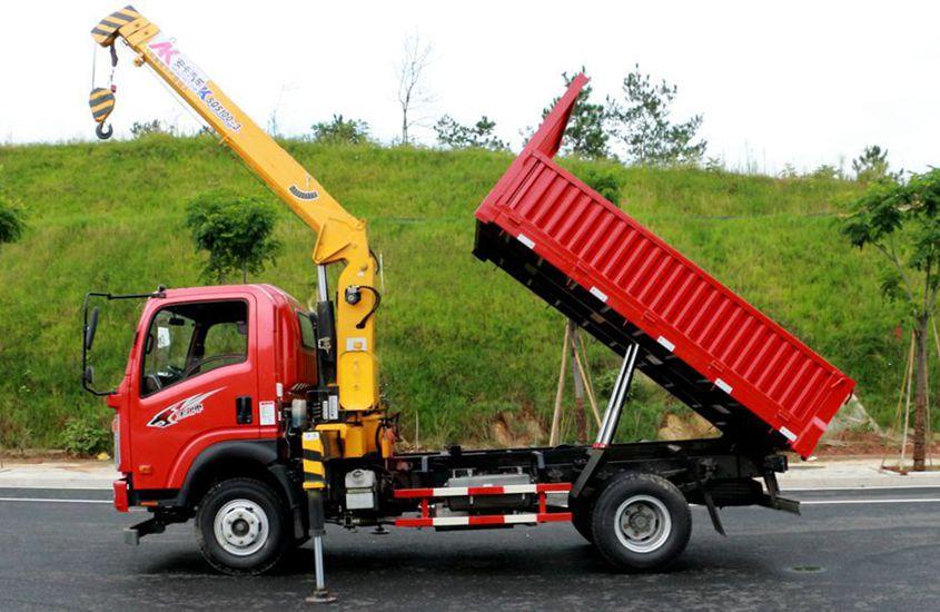 王牌徐工3吨自卸随车吊正侧工作实拍图片