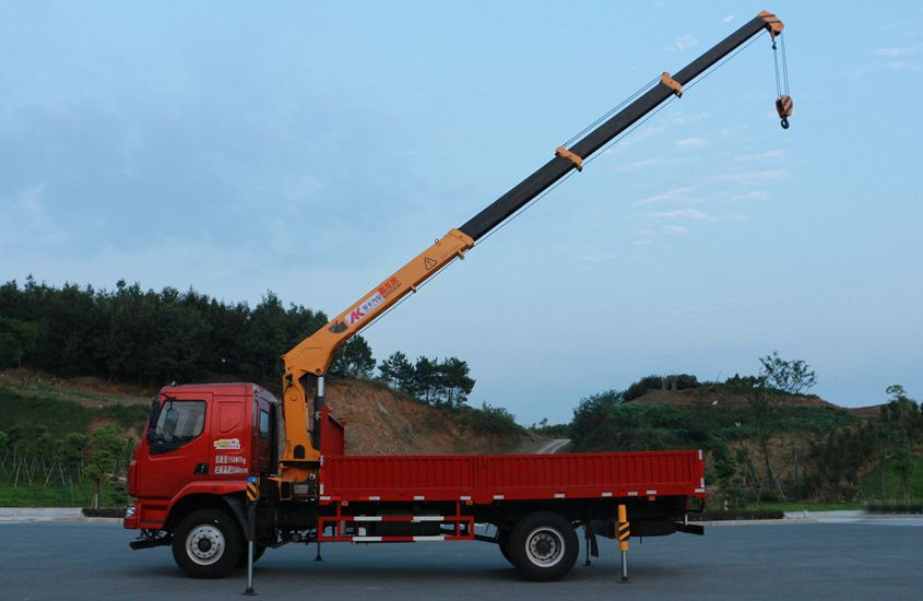 东风柳汽徐工6.3吨随车吊正侧工作实拍图片