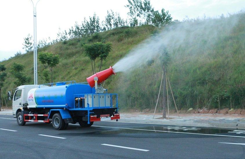 东风多利卡8吨雾炮车工作实拍图片