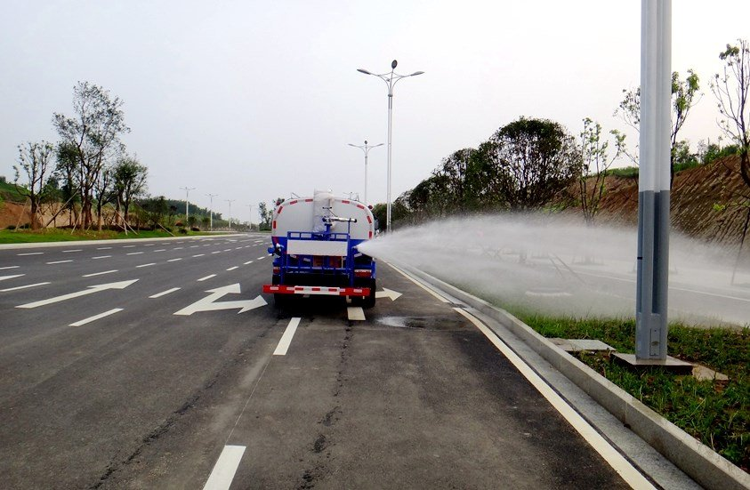 东风5吨雾炮车侧喷实拍图片