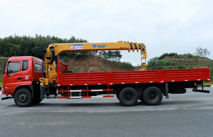 12吨后八轮随车吊正侧图片