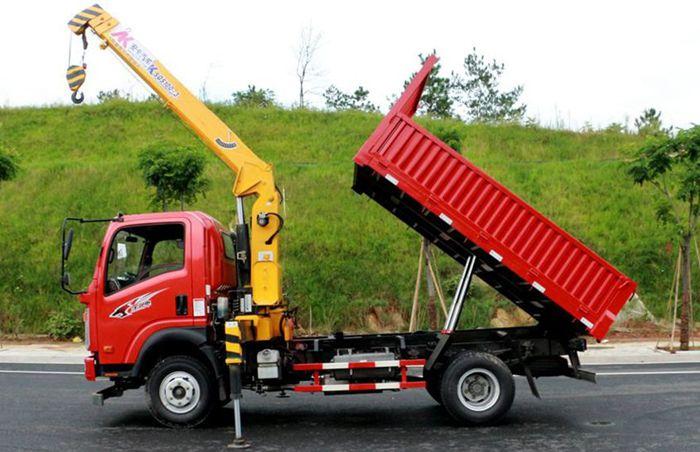 重汽王牌3.2吨随车吊正侧图片