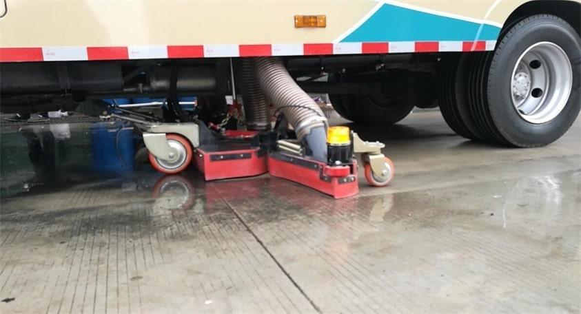 五十铃3吨小型吸尘车吸水实拍