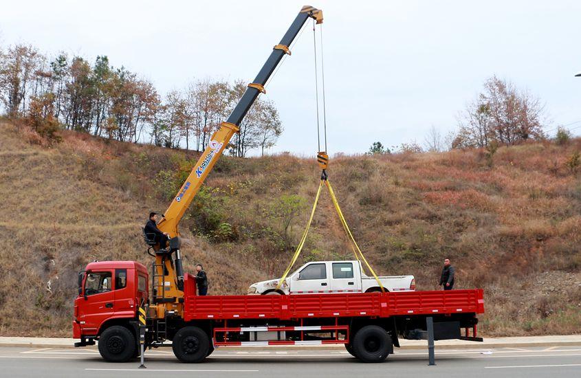 东风专底小三轴10吨随车吊正侧实拍图片