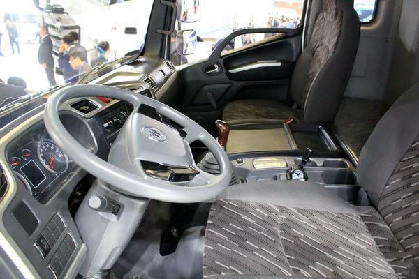 福田欧马可S5冷藏车主驾驶室图片