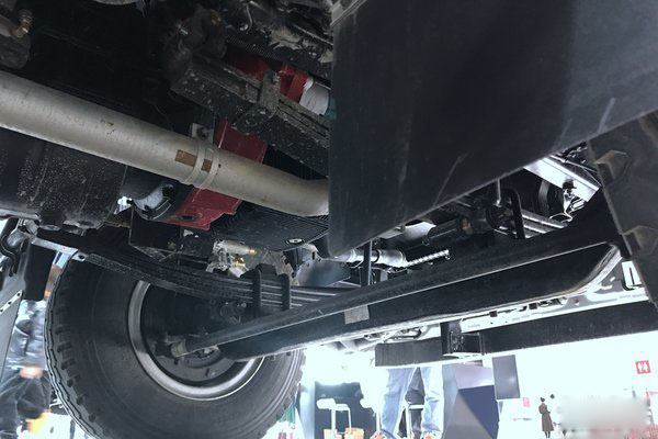 福田欧马可S5冷藏车发动机下部图片