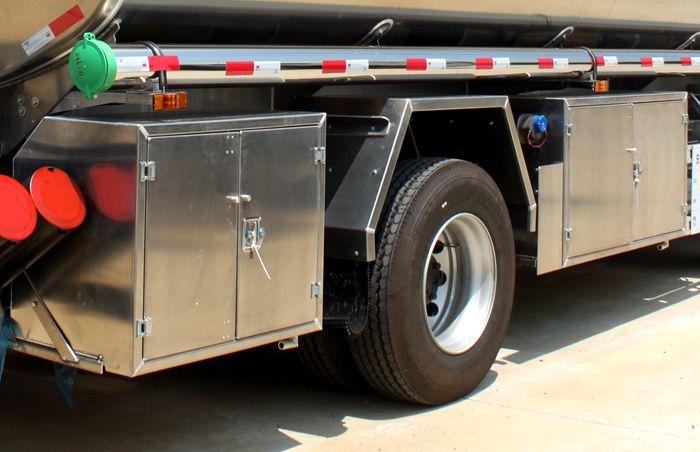 油罐车铝合金工具箱图片