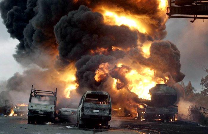 油罐车爆炸图片
