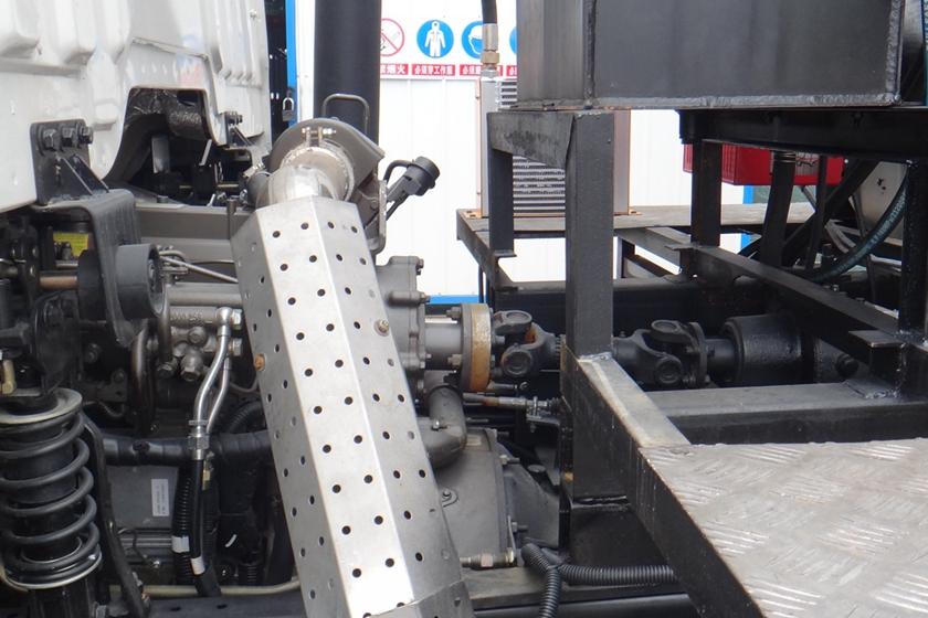 重汽金王子12吨沥青洒布车全功率取力器图片