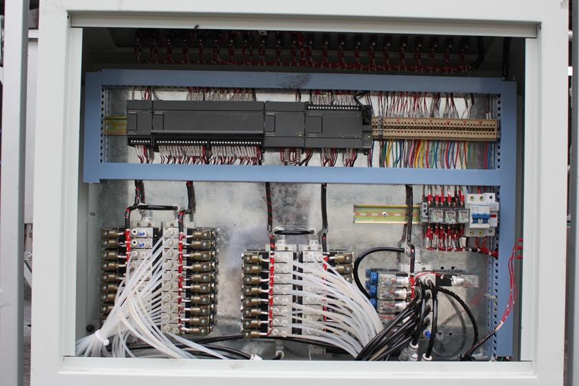 东风多利卡6吨沥青洒布车PLC控制系统