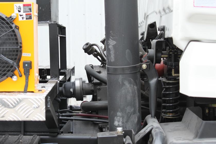东风特商12吨沥青洒布车全功率取力器