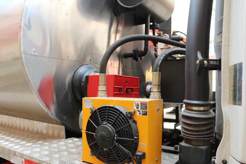 陕汽12吨沥青洒布车燃烧器和散热器图片