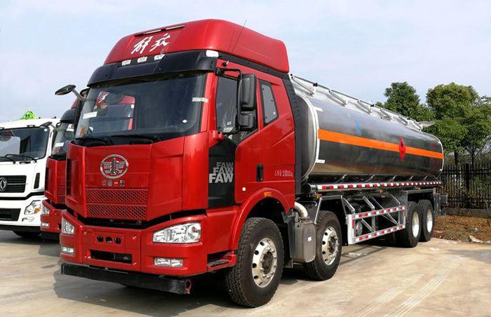 解放前四后八23吨油罐车整车图片