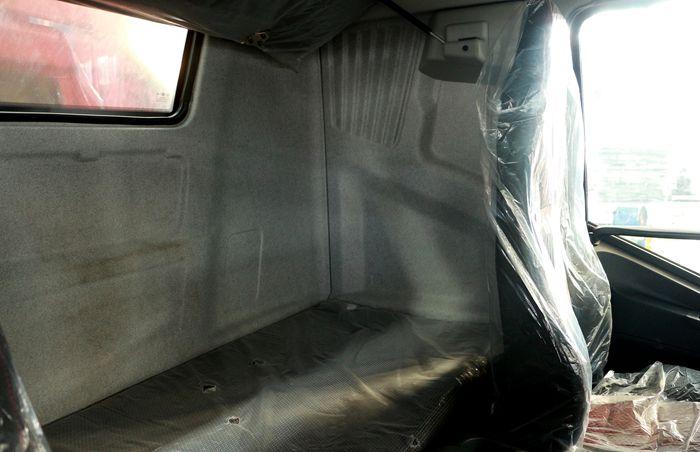 解放前四后八23吨油罐车后排座图片