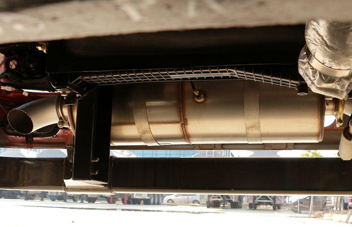 三环前四后六25吨油罐车排气管图片