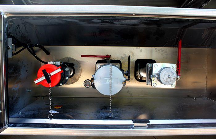 三环前四后六25吨油罐车下装油图片