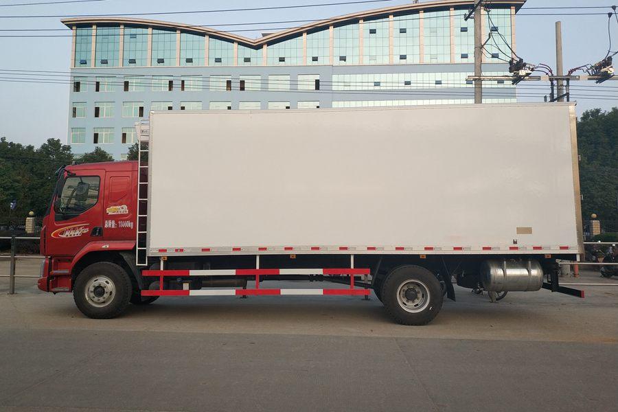 柳汽乘龙M3(7.8米)冷藏车正侧图片