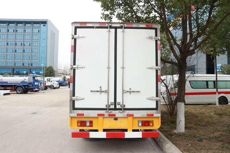 五十铃双排3.1米冷藏车正后图片