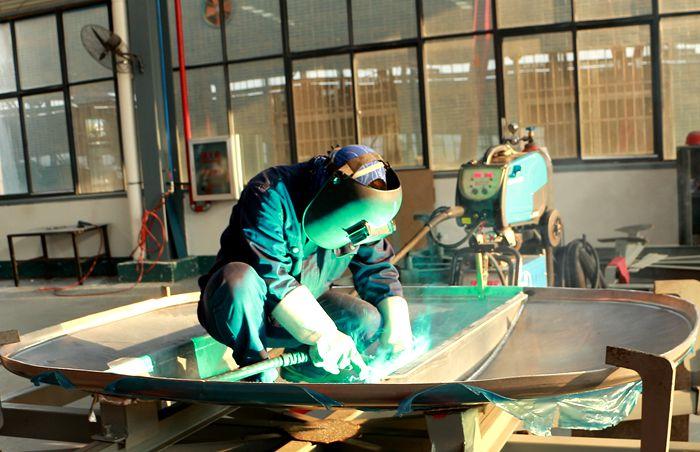 铝合金油罐车防浪板焊接图片