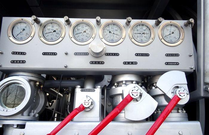 飞机加油车调压器图片
