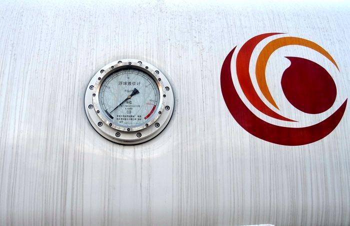 飞机加油车液位计图片