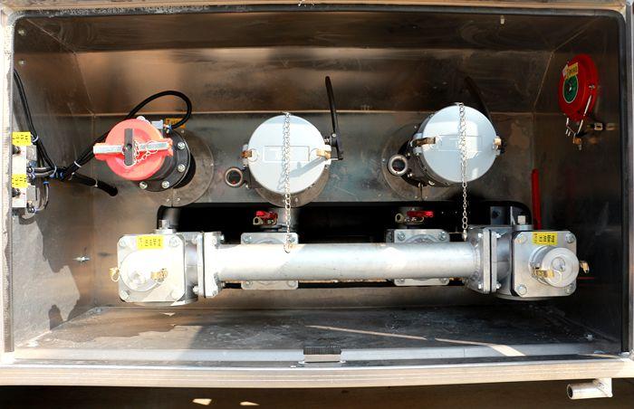 普通加油车下装油系统图片