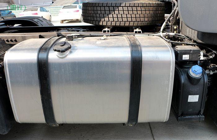 东风天龙半挂油罐车油箱图片